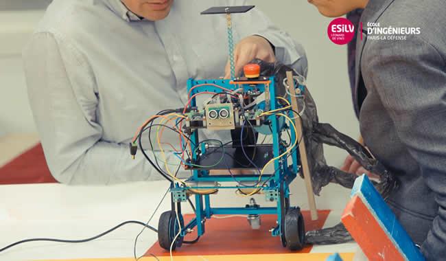 élèves ingénieurs et robotique