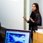Marilou Larouche a présenté les avantages de l'UQAC à une assemblée d'élèves ingénieurs de l'ESILV Paris