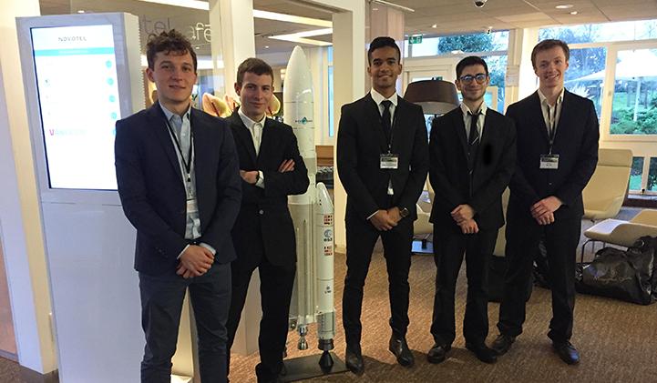 L'équipe d'élèves ingénieurs de 4e année de l'association LéoFly a travaillé sur le projet Mini-APTERROS