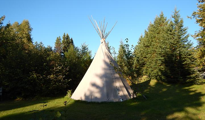 Un tipi de la communauté montagnaise de Mashteuiatsh au Lac-St-Jean.